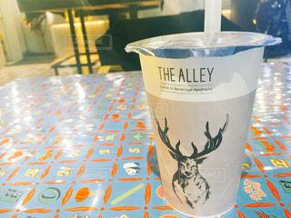 テーブルの上のコーヒー カップの写真・画像素材[906407]