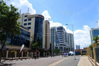 アフリカ・ルワンダの首都キガリの街の通りの写真・画像素材[964549]