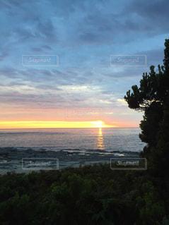 沈む夕日の写真・画像素材[1030466]