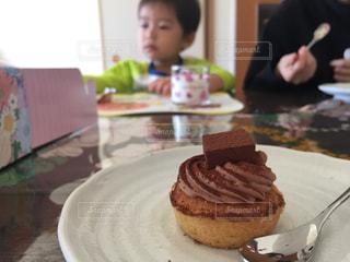皿にチョコレート ケーキ - No.1252261