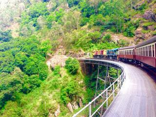 橋の上を走行する列車 - No.849237
