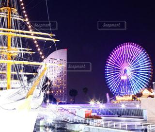 夜はライトアップ ボート - No.878359
