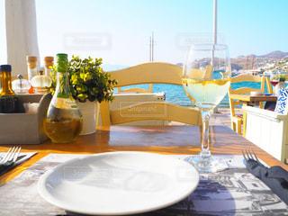 テーブル ワインのグラスの写真・画像素材[746850]