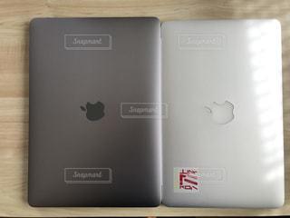 MacBookとMacBookAir (11inch)の比較の写真・画像素材[748998]