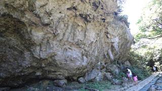 岩の上の人々 のグループの写真・画像素材[720369]