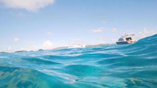 海の横にある水します。 - No.721536