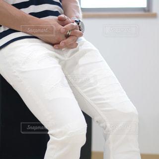 白いシャツの人の写真・画像素材[853935]