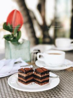 皿の上のケーキの一部の写真・画像素材[718063]