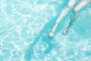 水のプールの人の写真・画像素材[1291146]
