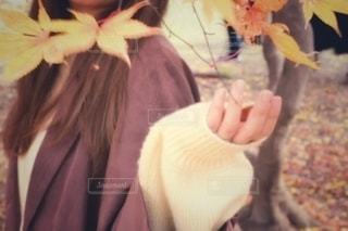 花を持つ人の写真・画像素材[2767774]