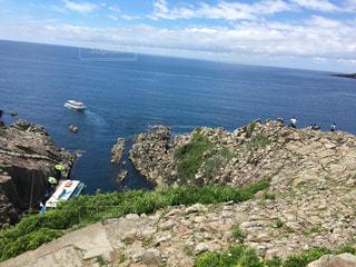 崖から見える遊覧船の写真・画像素材[498556]