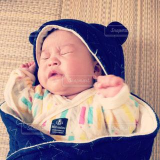 赤ちゃんのくしゃみの写真・画像素材[1859110]