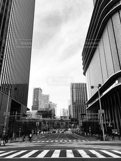 街の通りの黒と白の写真 - No.1145627