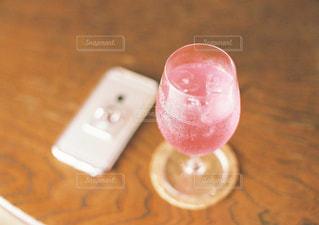 テーブルの上のコーヒー カップの写真・画像素材[1445616]