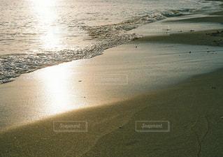 波打ち際の写真・画像素材[1584222]