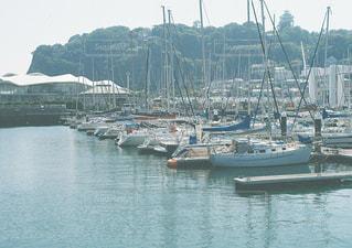 水域の小さなボートの写真・画像素材[2218226]