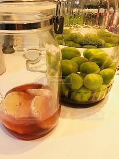 梅酒とフルーツビネガーの写真・画像素材[1352637]