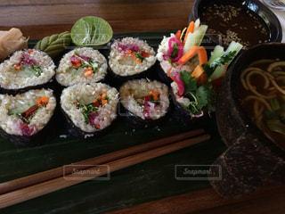 ローフードのお寿司の写真・画像素材[954719]