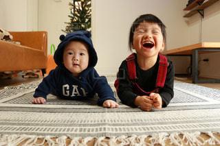 仲良し姉弟の写真・画像素材[948910]