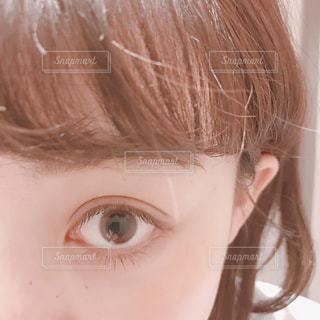片目のアップの写真・画像素材[1006060]