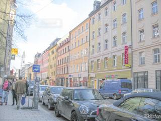 街の通りに駐車が多いんですの写真・画像素材[1125458]