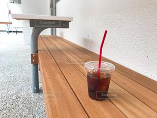 テラス席でコーヒーの写真・画像素材[1136241]
