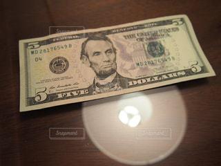 チップの5$の写真・画像素材[873592]