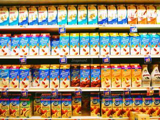 アメリカのスーパーのジュース売り場 - No.874941