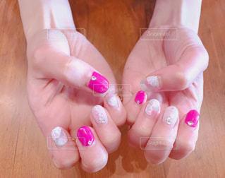 ピンクのお花ネイルの写真・画像素材[880028]