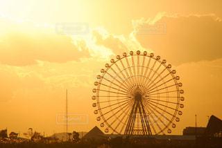 夕日と観覧車の写真・画像素材[880792]