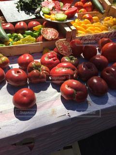様々 な新鮮な果物や野菜の展示の写真・画像素材[779713]