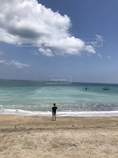 ビーチと自分の写真・画像素材[2609868]