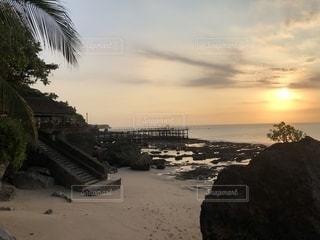 バリ島、ロックバーの夕陽の写真・画像素材[1412653]