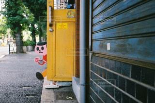 道路の脇の看板の写真・画像素材[2370574]