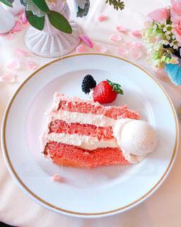 ピンクケーキのスライスの写真・画像素材[1636844]