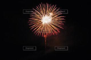 空に花火の写真・画像素材[1513817]