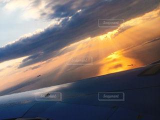 空には雲のグループの写真・画像素材[1165620]