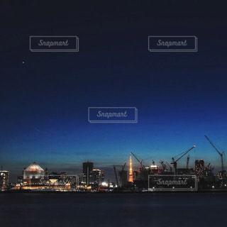 夜の街の景色の写真・画像素材[1294045]