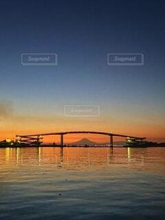 富士山と赤い橋の写真・画像素材[4051902]