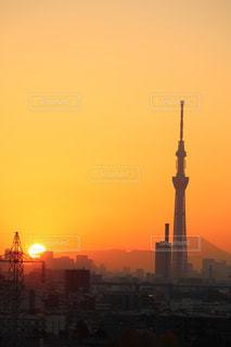 夕陽とスカイツリーと富士山の写真・画像素材[518432]