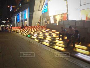 通りを歩く人々 のグループの写真・画像素材[1068482]