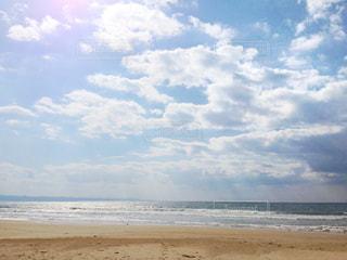 ビーチで空の雲のグループの写真・画像素材[1120534]