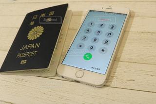 パスポートとiPhoneの写真・画像素材[1133179]
