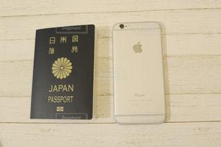 パスポートとiPhoneの写真・画像素材[1133181]
