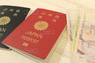 パスポートとお金の写真・画像素材[1133187]