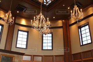 大きな窓付きの部屋の写真・画像素材[1142911]