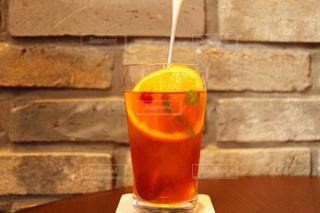 オレンジ ジュースのガラスの写真・画像素材[1142935]