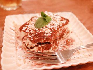 皿の上のケーキの一部の写真・画像素材[1153531]