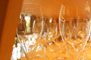 近くにワインのグラスのの写真・画像素材[1194995]