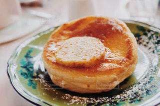 皿の上のケーキの一部の写真・画像素材[1212205]